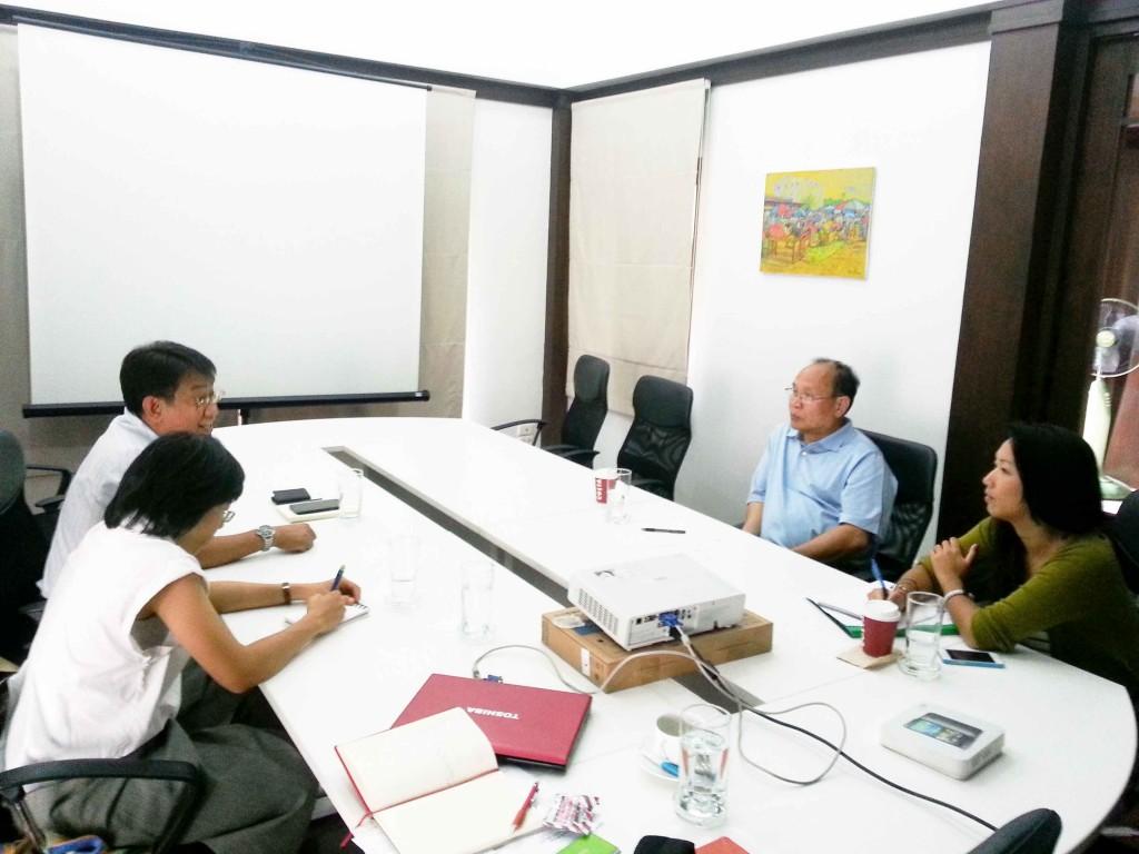 Mr. Suriyan Vichitlekarn, Regional Adviser of ASEAN SAS (far left) gives introduction on fruit juice safety and quality standard to entrepreneur.