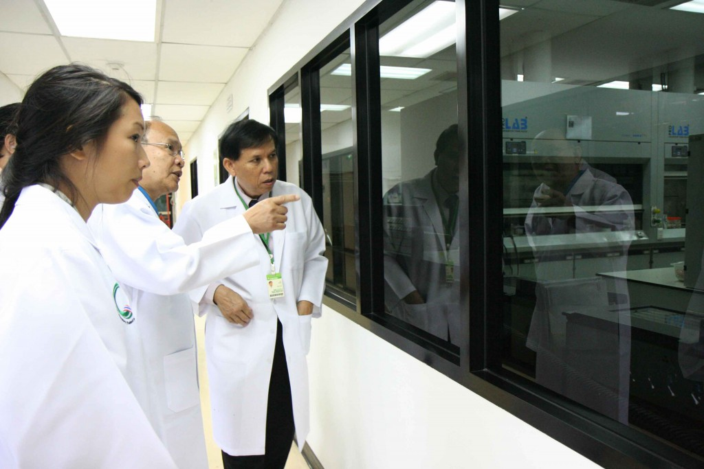 Dr. Vinai Pitipont, Permanent Executive Technical Consultant to the Deputy Director takes Mr. Heang and Ms. Rothany Srun, entrepreneurs, for a tour at Central Lab Thai