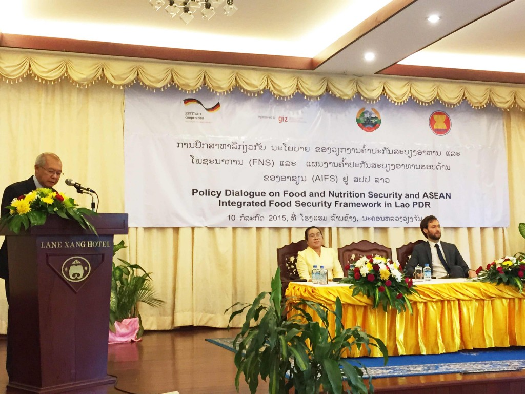Mr. Xaypladeth Choulamany, Senior Official Meeting of the ASEAN Ministers on Agriculture and Forestry (SOM-AMAF) leader for Lao PDR opens the Policy Dialogue on Food and Nutrition Security in Lao PDR.