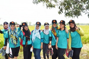 Field facilitators of Better Rice Initiative's Farmer Field School take a group photo.