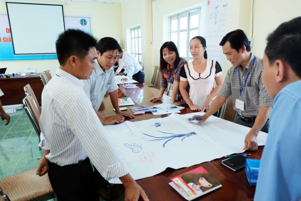 Participants work in group to discuss a lecture design.
