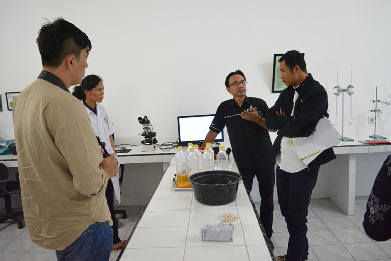 Eco-Agri Centre representatives visits the HETTS Biolestari which produces biological rodent control.