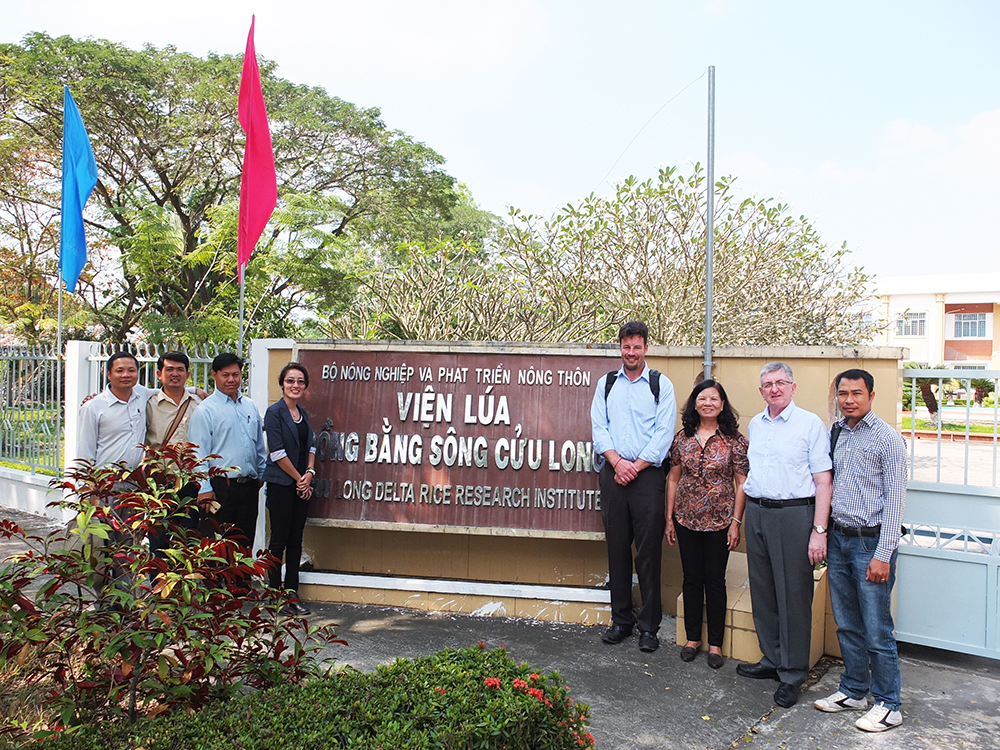 Cambodian delegates visited the Cuu Long Rice Research Institute