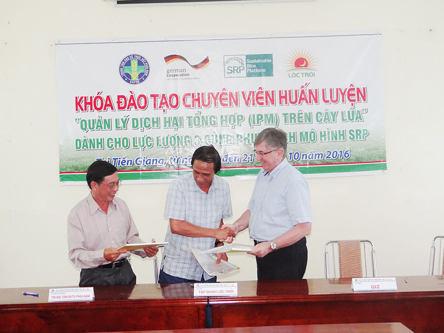 Cooperation for sustainable agriculture: Southern Region Plant Protection Center (left); Loc Troi Group (middle) and German-ASEAN Sustainable Agrifood Systems (left)