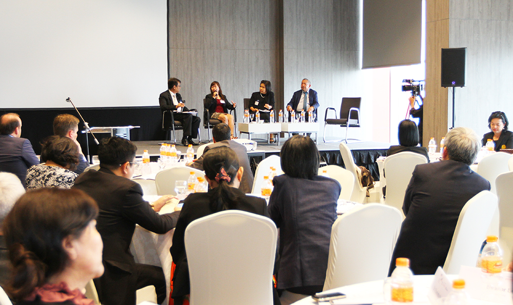 Mr. Suriyan Vichitlekarn (left) – Regional Project Director of BRIA (Better Rice Initiative Asia) moderates a session with Dr. Marqueza Reyes (ASEAN DRFIP), Dr. Aryusri Kumbunlue, Thai Office for Insurance Commission, Norman Cajucom (PCIC, Philippines) (from left).