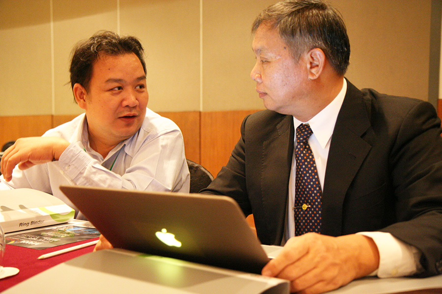 Dr. Phanpradith Phandala, Director of Planning and Cooperation Division of Department of Agriculture, Lao PDR (left) and Mr. Chantha Thipphavongphanh, Deputy Director-General of Department of Agriculture, Lao PDR