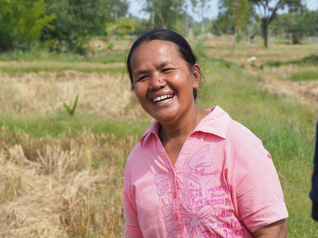 นางบุญเติม ล้วนดี อายุ 50 ปี เกษตรกรโครงการริเริ่มข้าวที่ดีขึ้นแห่งเอเชีย หรือ เบรีย (เครดิตรูปภาพ: GIZ Thailand)