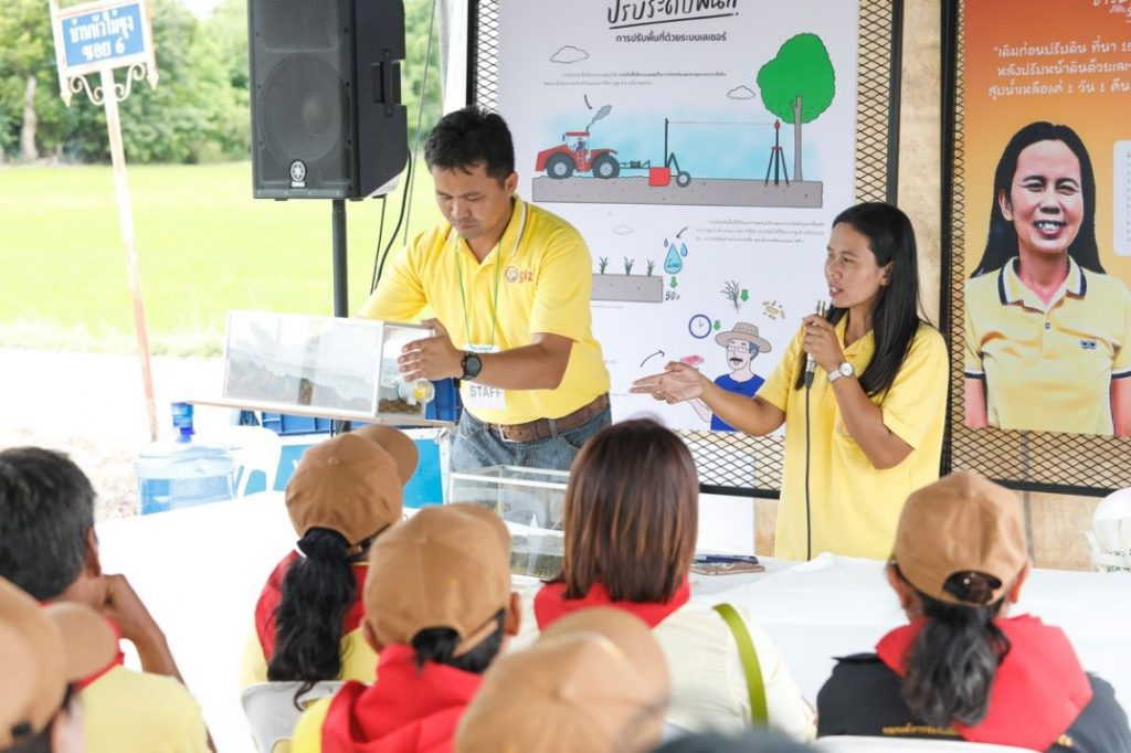Sawanee Phorang, a local farmer, shares her experience on laser land leveling and answers questions raised by her fellow farmers. (Photo credit: GIZ Thailand)