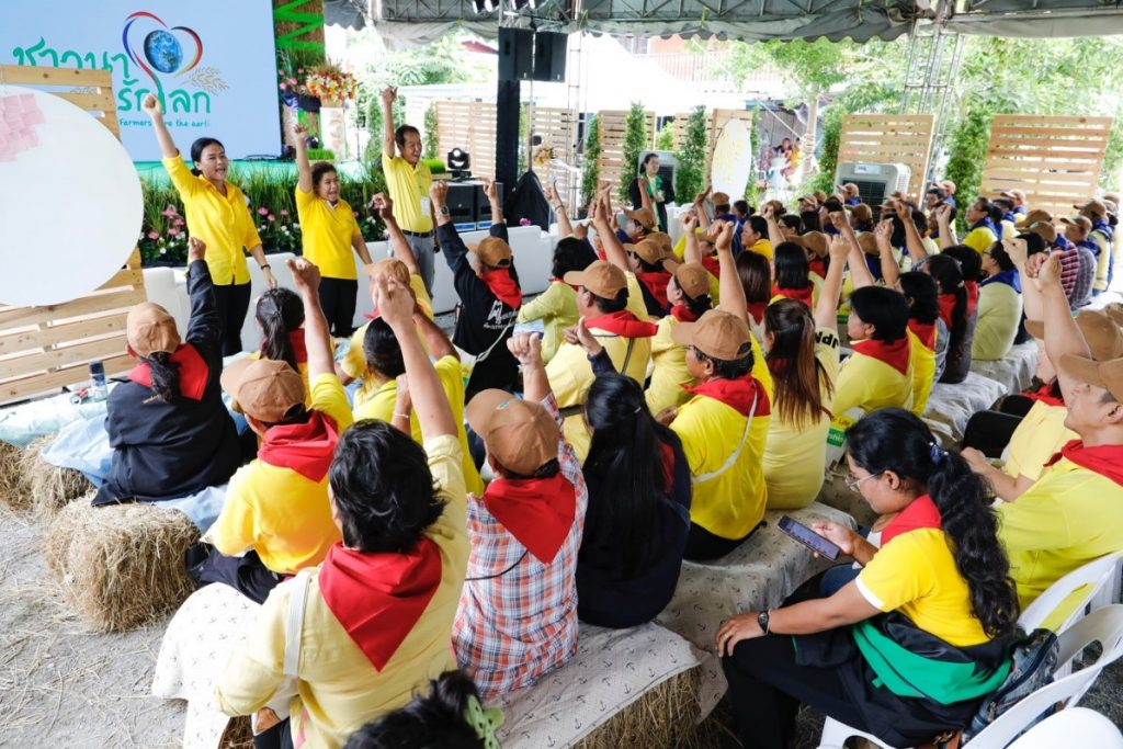 Hundreds of local farmers take part in the seminar that sheds more light on agricultural sector and climate change. (Photo credit: GIZ Thailand)