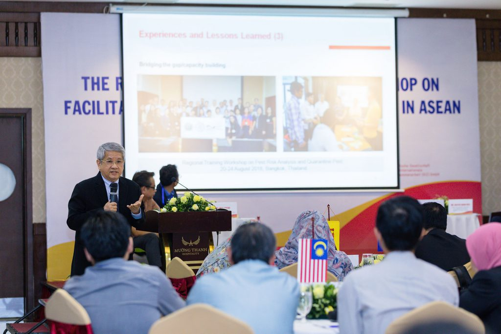 Mr. Wichar Thitiprasert speaks in front of an audience at the Regional Knowledge Sharing Workshop on Facilitating Trade for Agricultural Goods in ASEAN organized recently in Hanoi, Vietnam. (Photo credit: GIZ Vietnam)