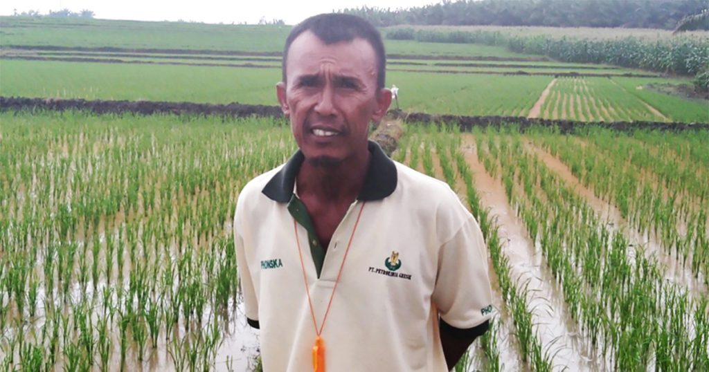 Mr. Albiker Sidabutar, a 53-year-old farmer from Hutabayu Raja sub-district, is still full of spirit. (Photo credit: GIZ Indonesia)