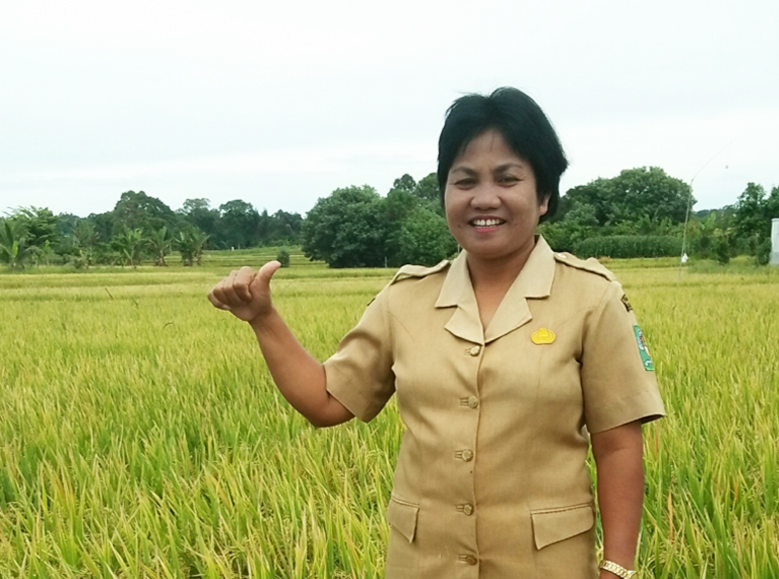 Mrs. Tiniar Saragih, 50, Head of Extension Office in Panombean Pane sub-district. (Photo credit: GIZ Indonesia)