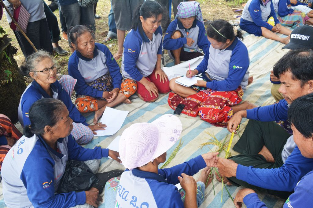 Indonesian farmers have a group discussion on pre-harvest session. (Photo credit: GIZ Indonesia)