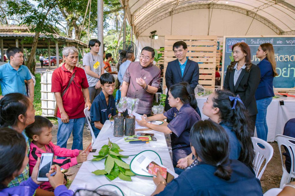 Wiboon Rattanapornwong, Governor of Chumphon speaks to vocational students and coffee growers ahead of the opening ceremony. (Photo credit: GIZ Thailand)