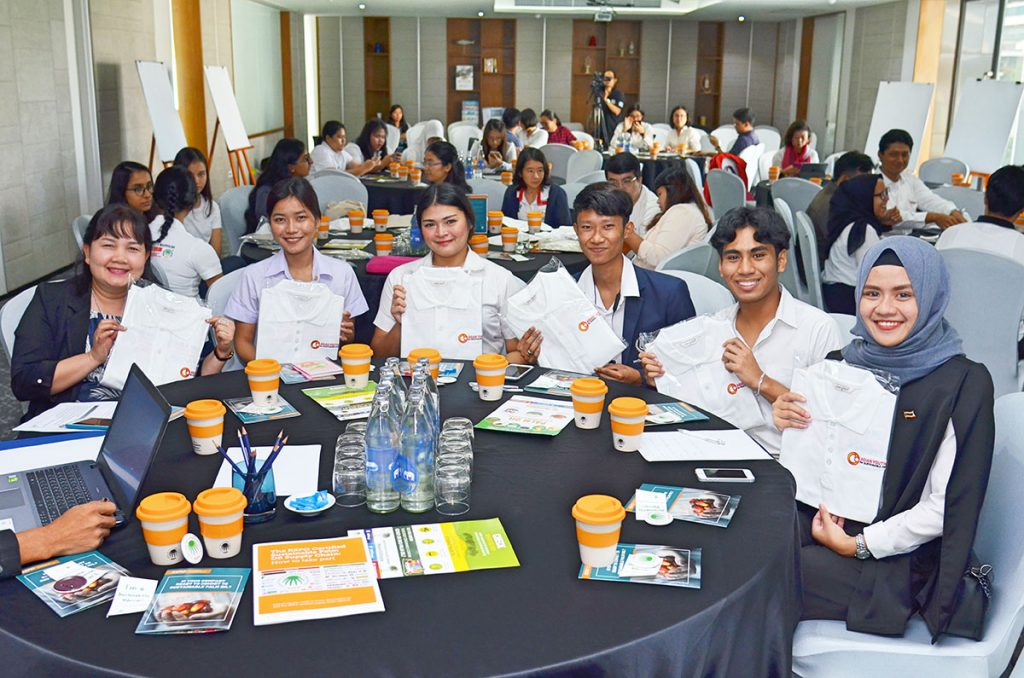 Students from many Asian countries take part in the Asian Youth for Sustainable Palm Oil Summit. (Photo credit: RSPO)