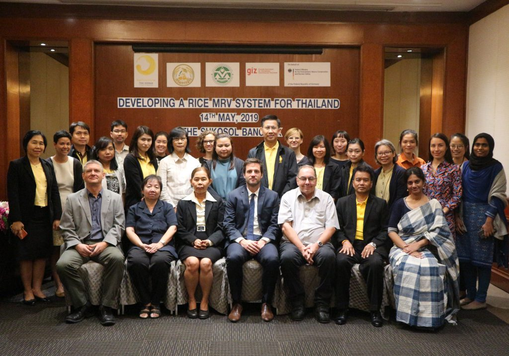 Tim Mahler, country director of GIZ Thailand and Malaysia (center) joins a workshop on developing a rice MRV system for Thailand in Bangkok. (Photo credit: GIZ Thailand)
