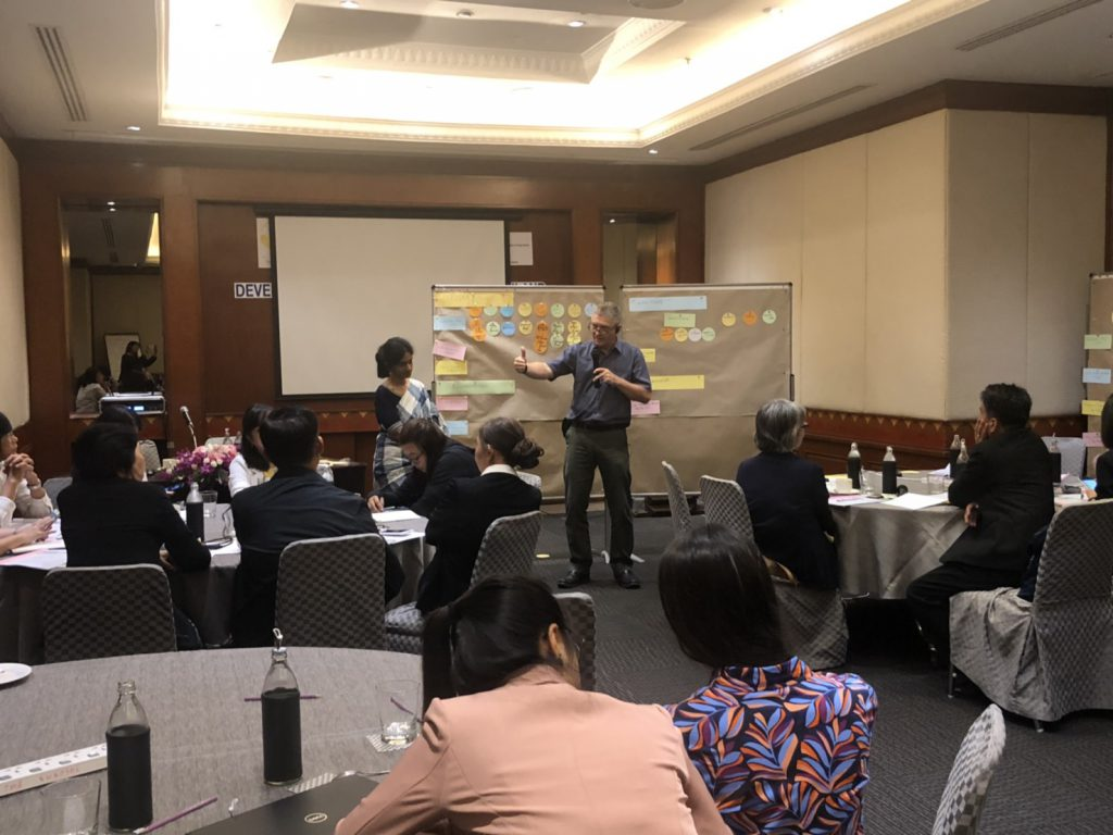 Dr. Thomas Jaekel, GIZ-CIM Expert and Development Specialist facilitates the focus group discussion of the relevant government agencies in the workshop on developing a rice MRV for Thailand on 14 May 2019 in Bangkok. (Photo credit: GIZ Thailand)