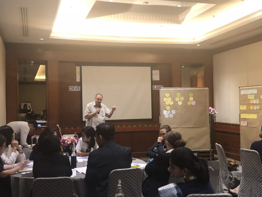 Dr. Reiner Wassmann, Senior Specialist of the International Rice Research Institute (IRRI) summerizes information about the MRV system for mitigation actions from representatives of the relevant government agencies. (Photo credit: GIZ Thailand)