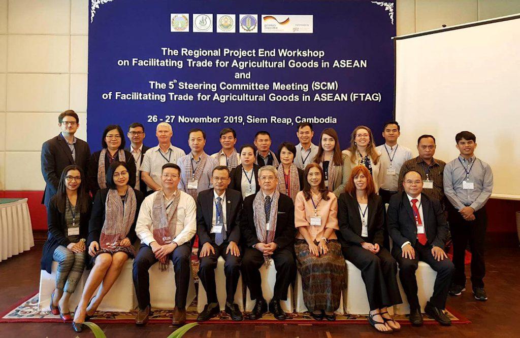 ผู้เข้าร่วมการประชุมจากประเทศกัมพูชา ไทย เวียดนาม สปป. ลาว และเจ้าหน้าที่จากองค์กรความร่วมมือระหว่างประเทศของเยอรมัน (GIZ) ประจำประเทศไทยถ่ายรูปร่วมกัน (เครดิตรูปภาพ: GIZ ประเทศไทย)